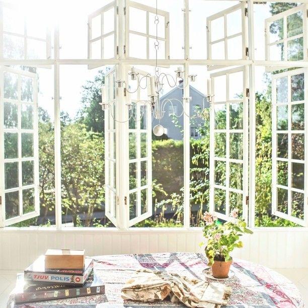 Let in All the Morning Light Through the Windows // via sofiaatmokkasin