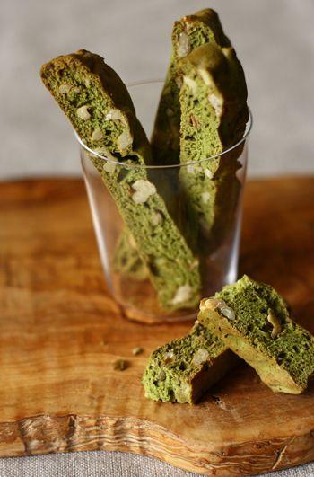 Matcha (Japanese Powdered Green Tea) and Walnut Biscotti|抹茶とくるみのビスコッティ