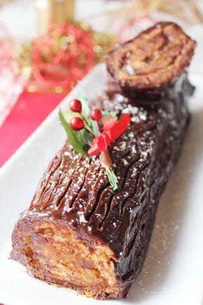 """Tronco de Navidad, receta paso a paso. El Tronco de Navidad o """"bûche de Nöel"""", es uno de los postres navideños por excelencia en Europa. La tradición cuenta que era costumbre escoger un tronco grande, decorarlo y dejar que ardiera durante el día de Navidad. Esta costumbre pasó a la repostería, elaborándose un dulce con forma de tronco."""
