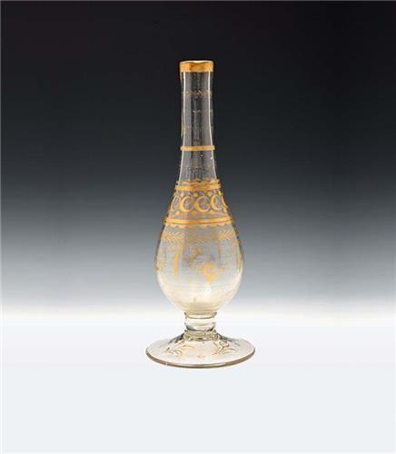 Nişantaşı Müzayede-Osmanlı 19. Yüzyıl Beykoz İmalatı Altın Yaldız Bitkisel Dekorlu Nargile Şişesi 3 cm Açılış fiyatı : 4,000 TRL 1,369 USD 1,273 EUR 909 GBP