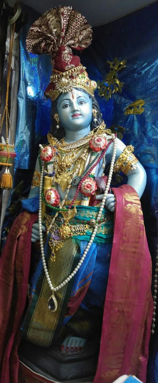 Chinni  Krishna is  worshipped  at  Guruvayur temple in  Kerala  for ages. HE  is the same    LORD  whom  Vasudeva worshipped as per  the puranas  at  Mathura. The holy town of Mathura has the pr…