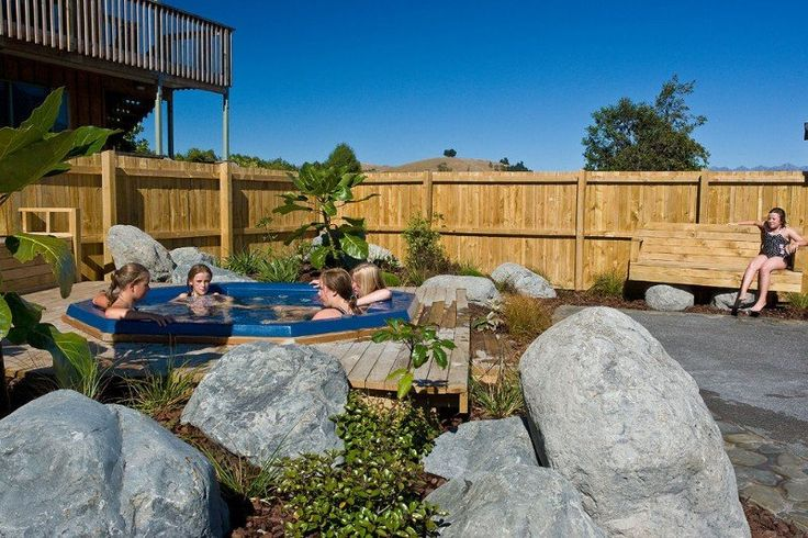 Kaikoura, Alpine-Pacific Holiday Park is a high quality park situated away from noisy railway and highway in country setting, panoramic mountain and rural views.