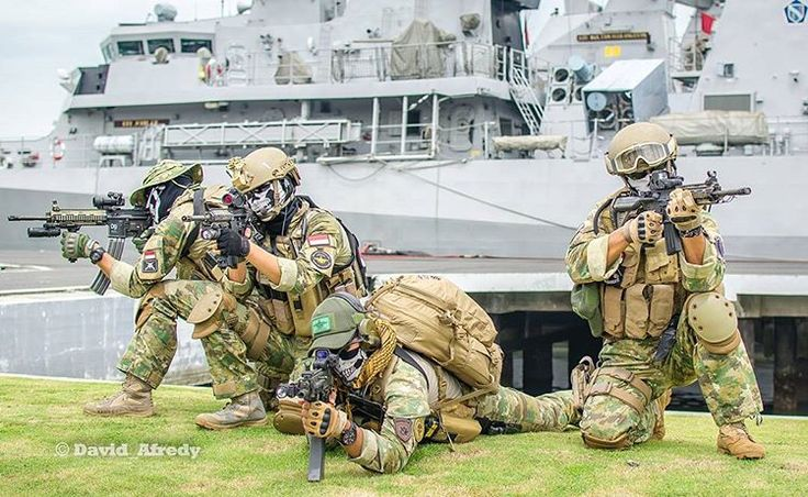 aksi-komando-pasukan-katak-tni-angkatan-laut-foto-3