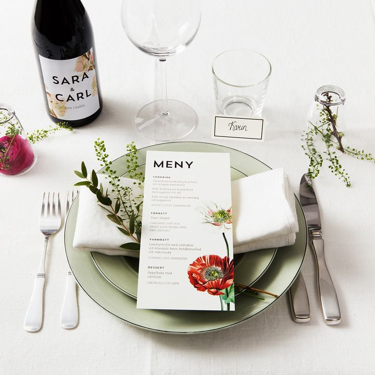 Linné Table Setting - Botanical Flowers - www.postedwithlove.com