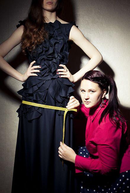Как модельер из Екатеринбурга к 24 годам создала свое дело в столице  Читайте подробнее на Forbes.ru: http://www.forbes.ru/forbes-woman/zhenshchiny-v-biznese/83524-odezhda-transformer-dlya-devushki-ot-vykroek-do-startapa