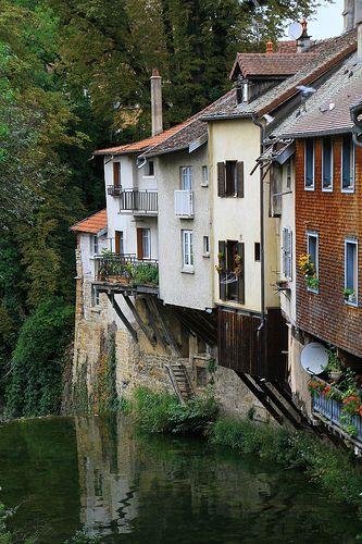 Arbois ~ Jura +++++ Évoque aussi Pont-en-Royans... http://www.lejorjane.com/images/Pont-en-Royans/Pont-en-Royans_4469.jpg