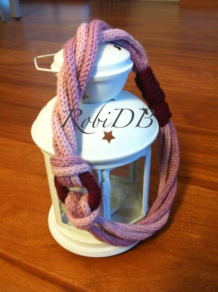 two different pink yarn for the necklace made by mechanique tricotin