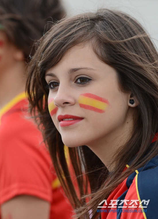 reliance spanish girl personals Dating a spanish girl means accepting things you don't necessarily agree with – and trying to rush her through her two-and-a-half-hour morning routine would be the height of cultural insensitivity.