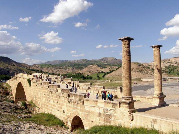 Adıyaman'da Cendere Çayı üzerinde tarihi köprü: Cendere Köprüsü.