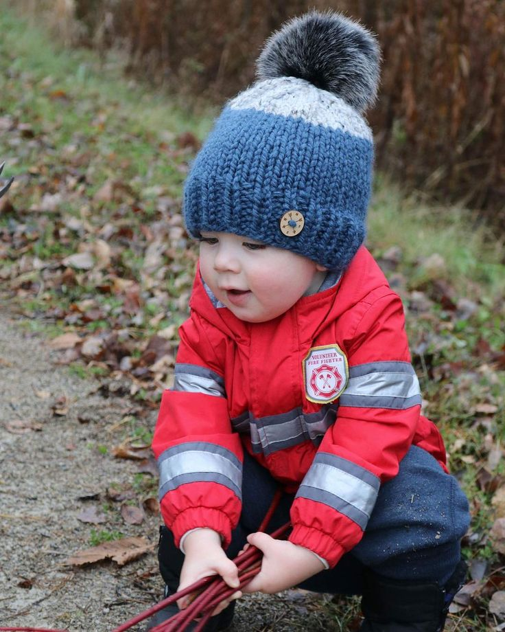 Behind the scenes with @jamiecoghlin and our nephew out for a cool winters day walk #behindthescenes #coghlincandids #lifestylephotography #kids #winter #cold #coldweather #coldplay #hike #walk #November #ontario #canada #truenorth #amynicoledesigns @amynicoledesigns #toque #knitting #pompom