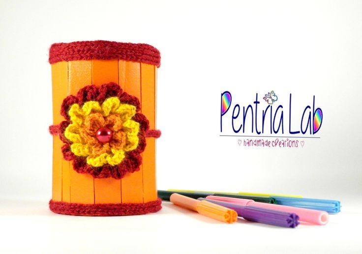 Porta matite, penne, pennelli, uncinetti riciclo creativo e decorazioni a crochet : Mobili e contenitori di pentria-lab