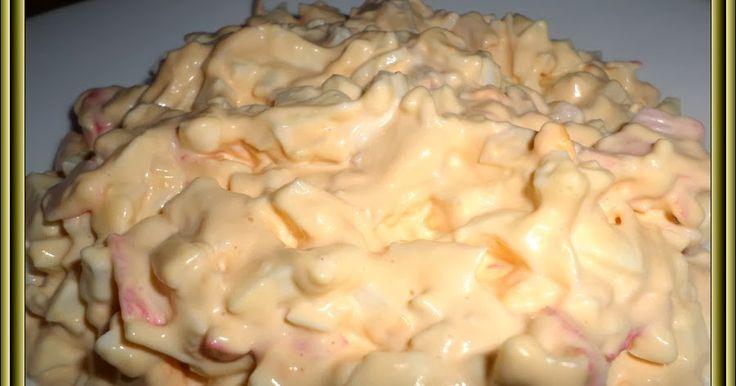 Suroviny: 250g krabí tyčinky 6 ks vajec 100g tvrdý sýr/eidam/ majonéza sůl,pepř Vejce uvaříme natvrdo.Krabí tyčinky nakrájíme na kou...