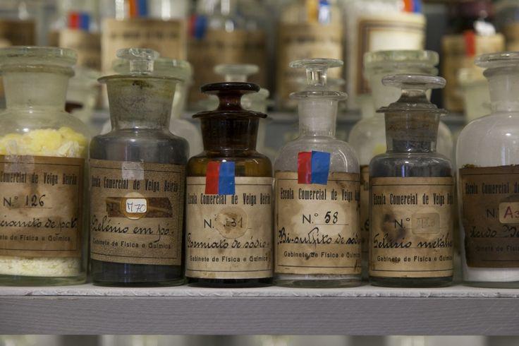 Reserva Visitável de Química Reserva Visitável  A Reserva Visitável de Química tem como objetivo proporcionar o acesso integral à coleção de química do MUHNAC.  museUnum@Museu Nacional de História Natural e da Ciência