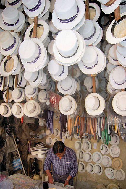 """Los famosos sombreros de paja toquilla, mal llamados """"Panama hats"""", so. 100% ecuatorianos !!!"""