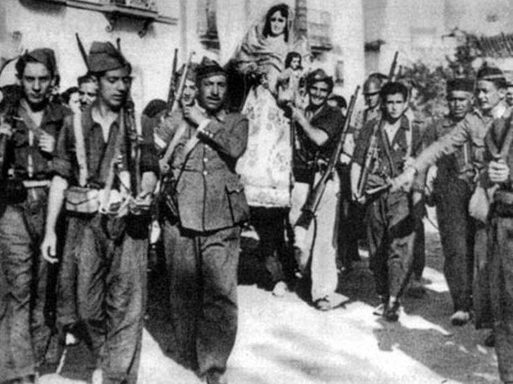 Ntra Sra del Espino en procesion por El Pedroso