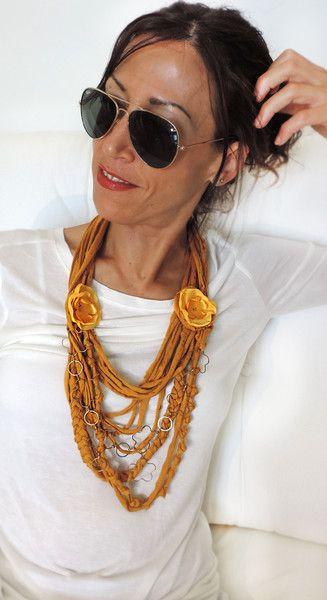 collana in fettuccia con fiore in seta e catena di Luciana Torre SHOP - ceramica, accessori tessili, borse e foulard, dipinti a mano con amore su DaWanda.com