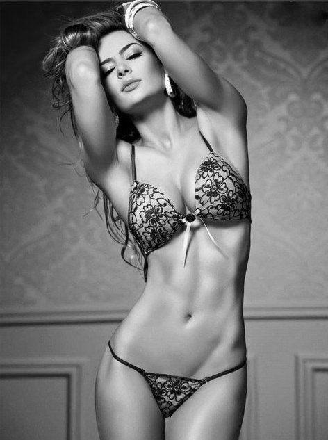 plus 3/5 women are beautiful, photography, black & white    http://pinterest.com/kythoni