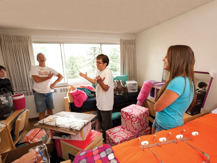 UniversityParent Guide to Colorado State University-Fort Collins | Student Life | Checklist for Students Moving Into the Residence Halls