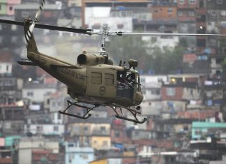 Huey da Polícia Militar do ERJ - O Pacificador