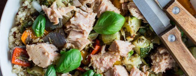Salade au Quinoa, aux Légumes Grillés et au Thon, Sauce à l'Ail Rôti