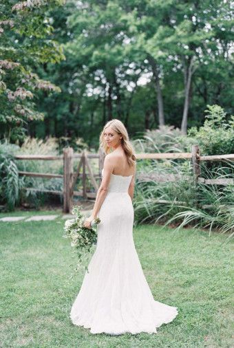 Mermaid wedding dress idea | Wedding Shot List: Bride Moments to Remember | http://www.bridestory.com/blog/wedding-shot-list-bride-moments-to-remember