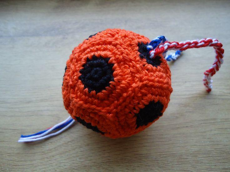 Een wintervoetbal, gemaakt voor collega Arian Wilco.
