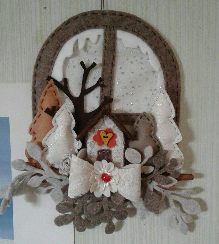 decorazione alberi e casetta con finestra...feltro -luisa valent