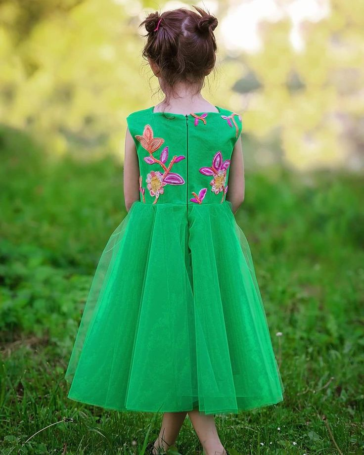 Beautiful little green dress 💚 #stylishgirls #embroidery #flowergirldress #girlsdress