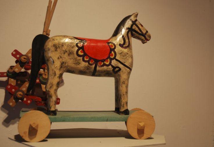 Wooden horse on wheel - toy in The Ethographic Park in Kolbuszowa./ Drewniany koń na kółkach - zabawka w Muzeum w Kolbuszowej.