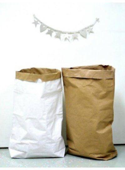 """Deze stoere paperbags zijn een leuk en super hip alternatief voor een """"enveloppen doos"""".  Verkrijgbaar in wit & kraft."""