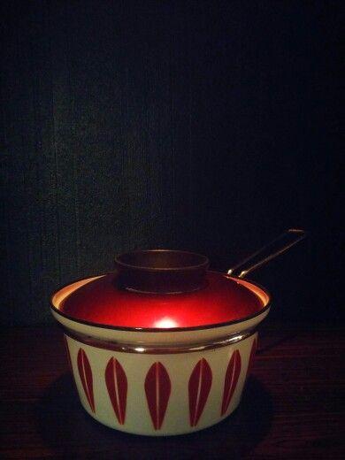 cathrineholm of Norway. 1962-65. grete prytz kittelsen. CATHRINE series. LOTUS design. white w/ red. ø 16 cm. available in ø 14, 16, 18, 20, 22, 25, 30 cm.