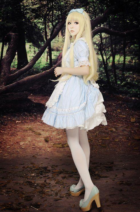 Alice in wonderland look