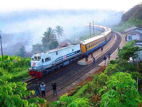 Kereta Api Mandra di Stasiun Lebakjero by chris railway, via Flickr