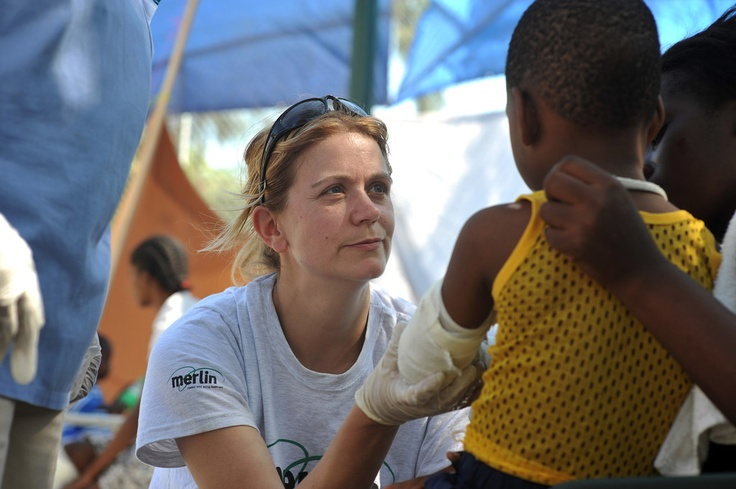 Merlin nurse treats an injured boy as part of Merlin's emergency response to the Haiti earthquake (2010)  Photo by Jeroen Oerlemans