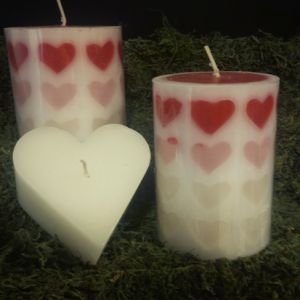 Romantic red hearts candle set create romance in the mood. If you want mood enhance, then buy sweet aroma of roses candles set only under 10$.