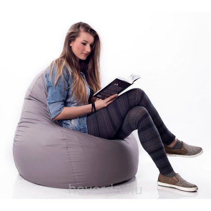 Ez a babzsákfotel alacsony ülőrésze és kényelmes háttámlája miatt a kamaszok kedvelt fazonja, de alacsony felnőtteknek is ajánljuk.
