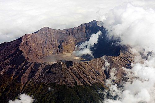 crater of Mount Tambora has a 7 km wide, around the crater of 16 km, and depth of the crater from the top to the bottom of the crater up to 800 meters, so the famous crater of Mount Tambora in Indonesia The Greatest Crater