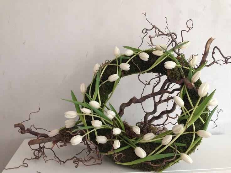 koszorú fehér tulipánból