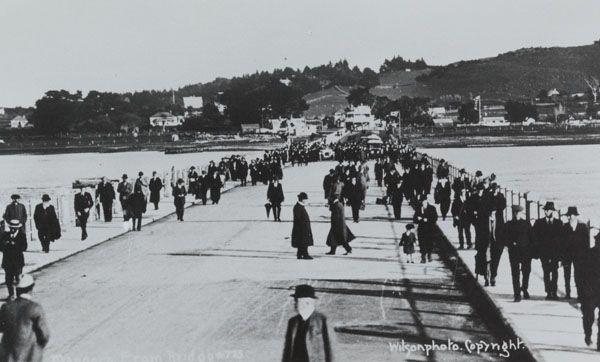 1915. Opening the second Mangere bridge. Manukau Research Library, MGE: I, 3, no. 27. Footprints 01132.