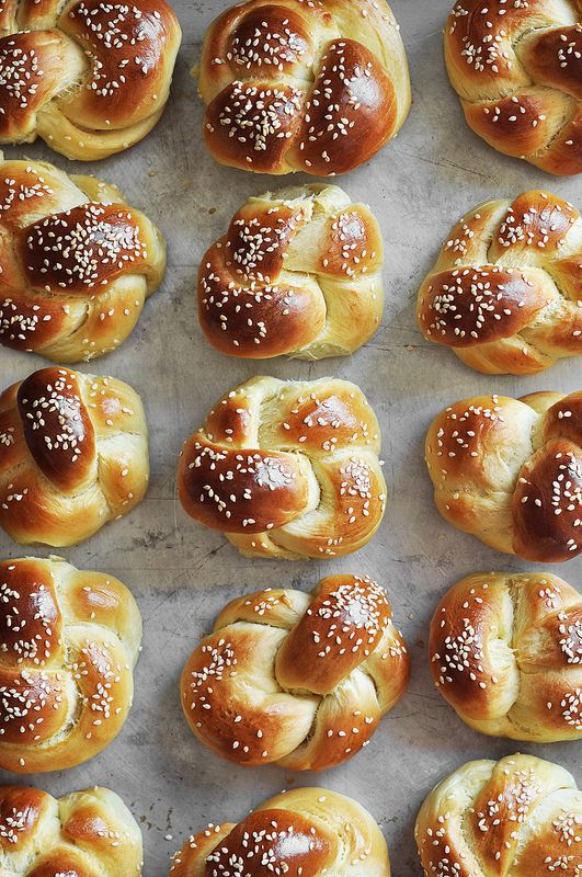 Homemade challah rolls made into small rolls for dinner, mini sandwiches or sliders! The prefect soft roll for all your bready needs.