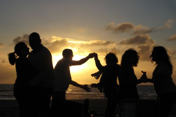 Viajar y bailar se dan la mano en los encuentros para singles