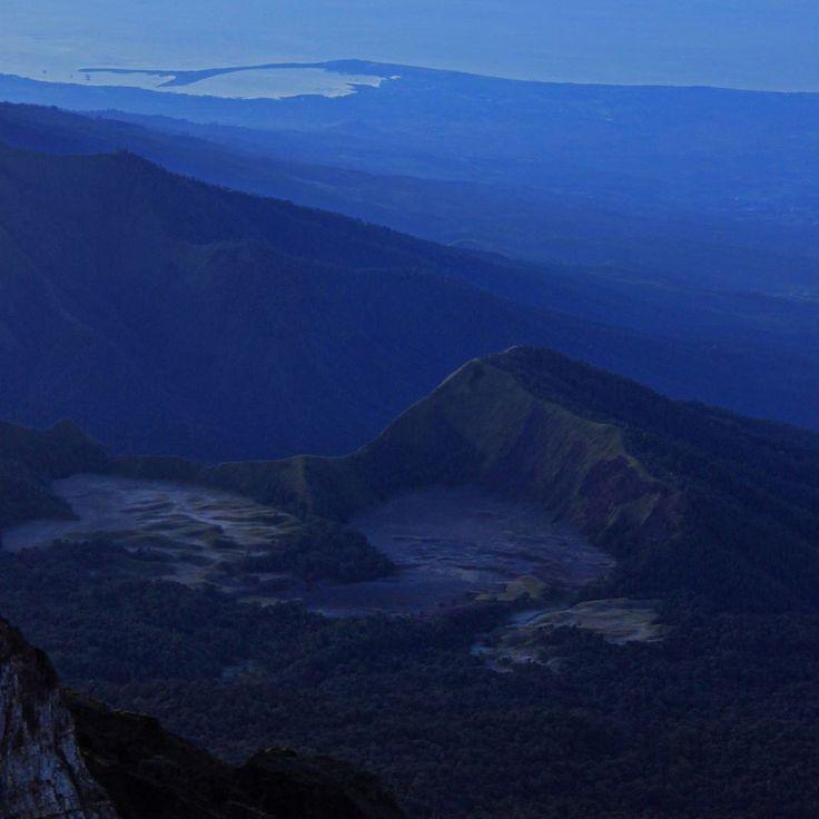 Blue sunrise at the top of Mount Rinjani Lombok Indonesia #sunrise #summit #outdoors #hiking #trekking #rinjani #skyporn #gunung #gunungrinjani #pendaki #pendakiindonesia #mountains #volcano #nature #naturelovers #lombok #indonesia #wonderfulindonesia