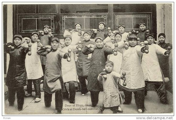 Door of Hope, Shanghai - Girls at Dumb-bell exercise (Christian Mission)  - circa 1900-10´s