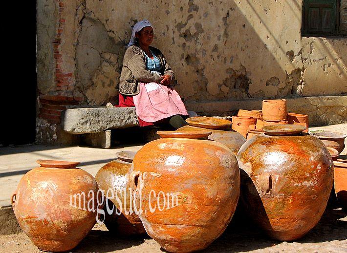 Mercado de vasijas de barro  Bolivia: Jarrones Decorativos, Jarrones Macetas, Vasijas De, Jarron Maceta, Jarron Decorativo, De Vasijas