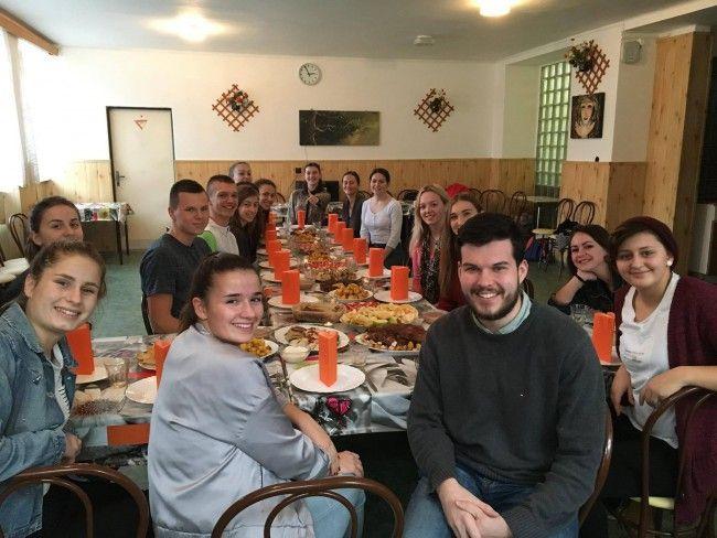 Vďakyvzdanie po slovensky. Thanksgiving nie je len deň plný jedenia a spania, ale je aj o ľuďoch, s ktorými ho strávite - Stredné školy - SkolskyServis.TERAZ.sk