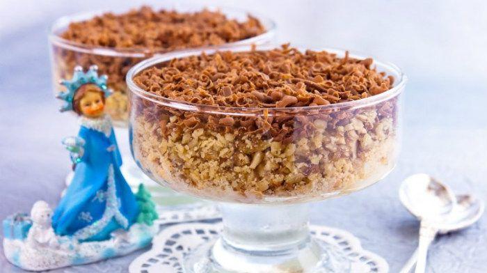 Мороженое, орешки, шоколад — идеальное сочетание. Десерт «Морозко» станет хорошим завершением праздничного обеда. Готовьте его перед подачей на стол.