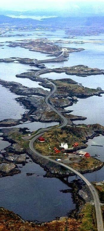 Norwegen Atlantic Road  http://www.besteno.com/questions/where-is-the-best-place-to-go-sight-seeing-in-norway