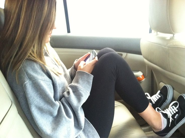 Looks so comfortable <3 comfy outfit, plane outfit, casual, sneakers, sweater
