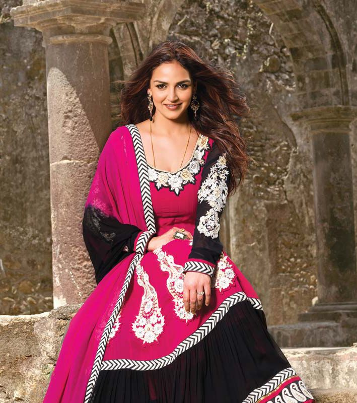 Click on Photo To Preview & Download Esha Deol  Wallpaper