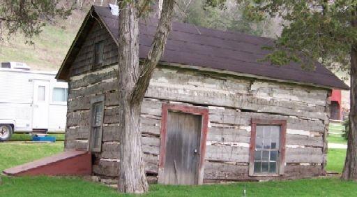 Elijah Fish Log Cabin - Allamakee county - relative? Built mid-1800's: Log Cabins, Logs Cabins